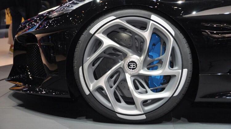 bugatti la voiture noire first look 4